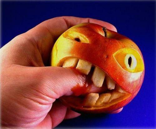 fruit-and-vegie-sculpture-apple-biting-finger1
