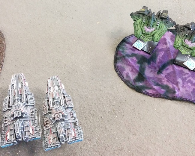 Relthoza and Terran Battlecruisers about to tear into each other. (Models owned by duck_bird from Spartan Forums)