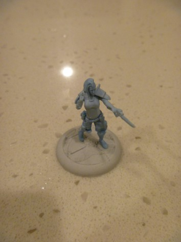 The Etoiles Mortant beforealtering. Her Punisher short sword is held forward aggressively.