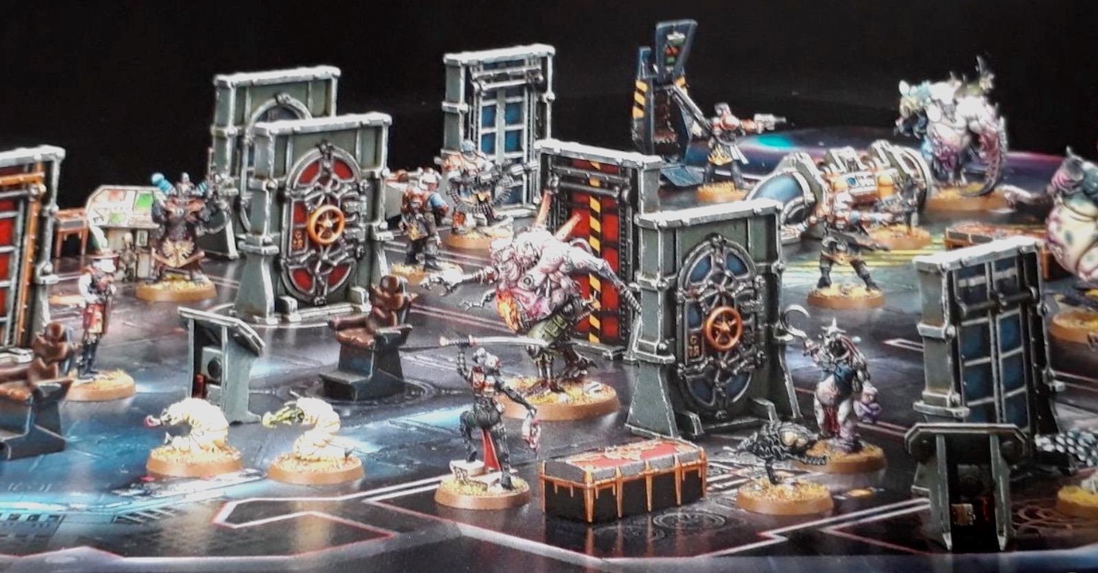 40K BREAKING: Rogue Trader Box Game Pics Leak - New Minis Inbound